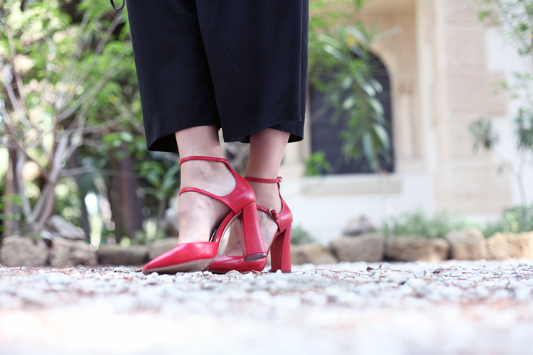 blackandwhite_outfit-red_heels-checosa05