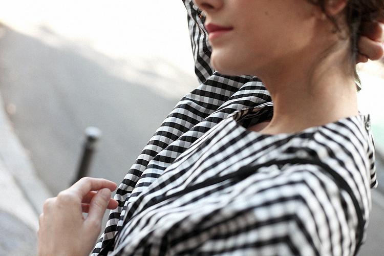 look_of_the_day-estilismo-cuadros-blanco_y_negro-uterque-checosa02