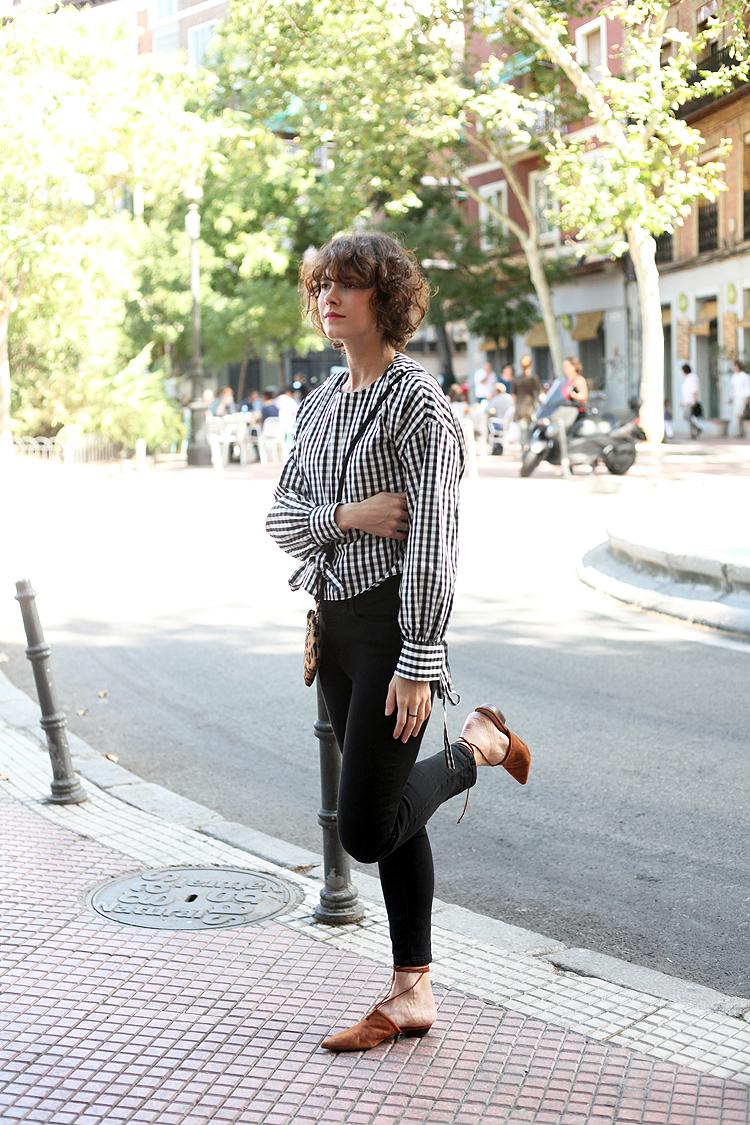 look_of_the_day-estilismo-cuadros-blanco_y_negro-uterque-checosa03